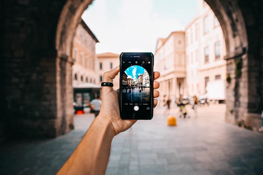 Fotograficzne akcesoria do smartfona – rób jeszcze lepsze zdjęcia podczas wakacji